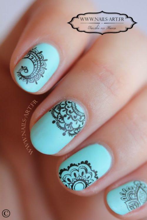 Diseños de uñas decoradas fáciles con pegatinas o stickers