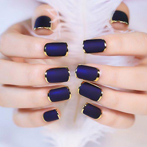 9d750dc6a Espectaculares uñas decoradas con esmalte azul con detalles en dorado.