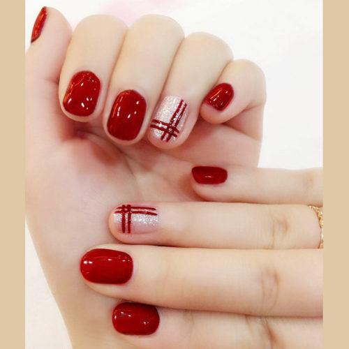 Unas De Color Rojo Decoradas Con Disenos Bellisimos